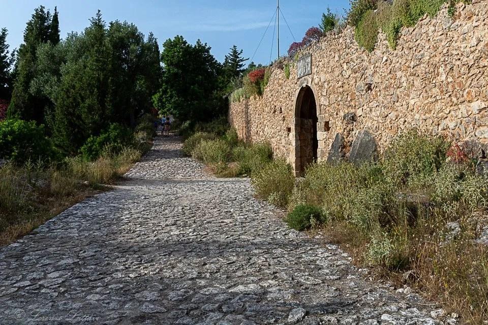 mura del castello di assos a cefalonia
