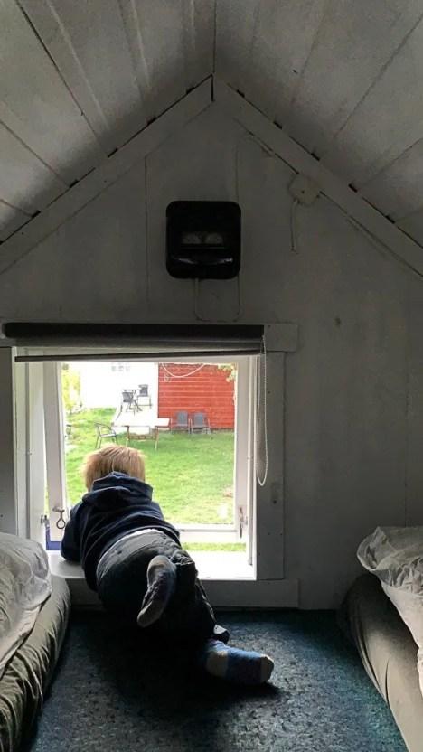 che il viaggio abbia inizio affacciato alla finestra del bungalow di dalsoren camping