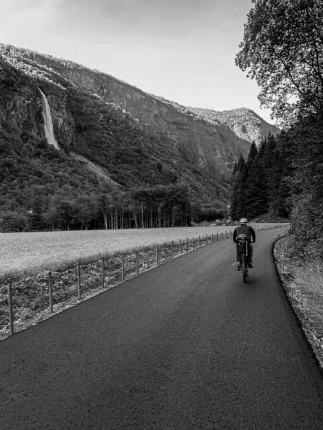 Che il viaggio abbia inizio discesa bici durante la Flamsbana