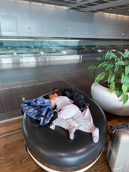 che il viaggio abbia inizio dormire in aeroporto