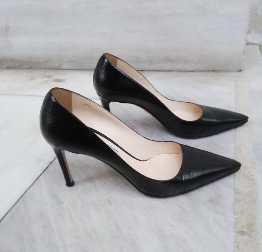 prada black pointy saffiano pumps