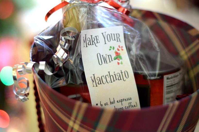 Make your own macchiato kit for christmas! Perfect christmas gift DIY, coffee kit DIY tutorial on chemistrycachet.com with free printable