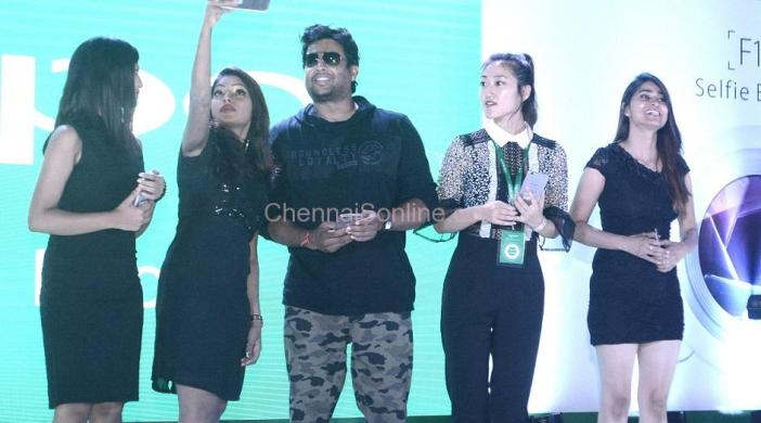 Actor-Madhavan-Oppo-launch3