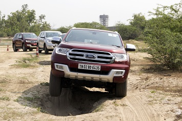 Customers enjoying the extraordinary capabilitiesof Ford Endeavour on challenging terrains_3
