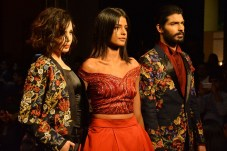 Narendra Kumar grace the Ramp at Bangalore Times Fashion Week at JW Marriott on 08th Oct 2017_6