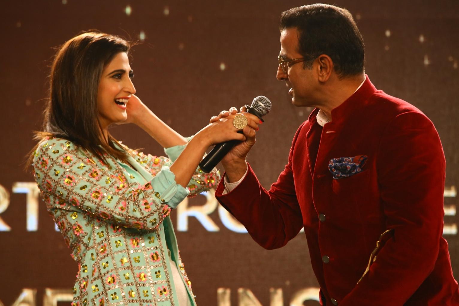Ahaana Kumra and Ronit Roy@ News18 iReel Awards