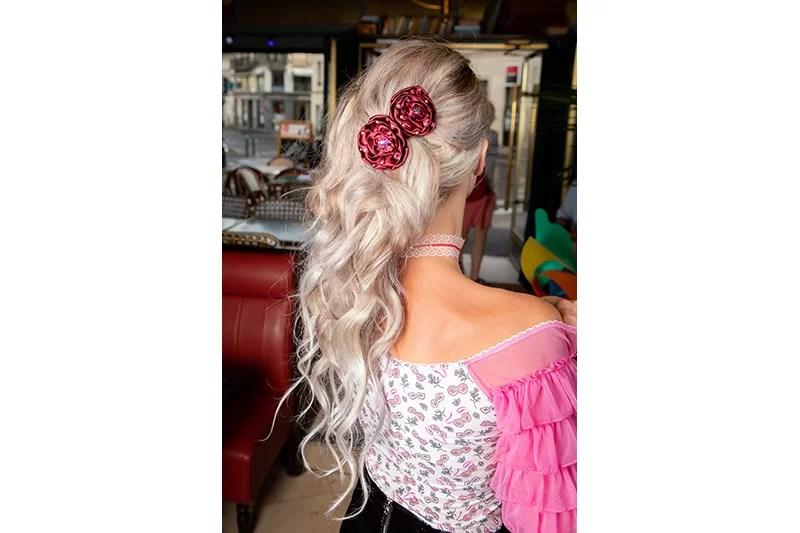 accessoire cheveux fleur haute couture en satin bordeaux vendue a l unite