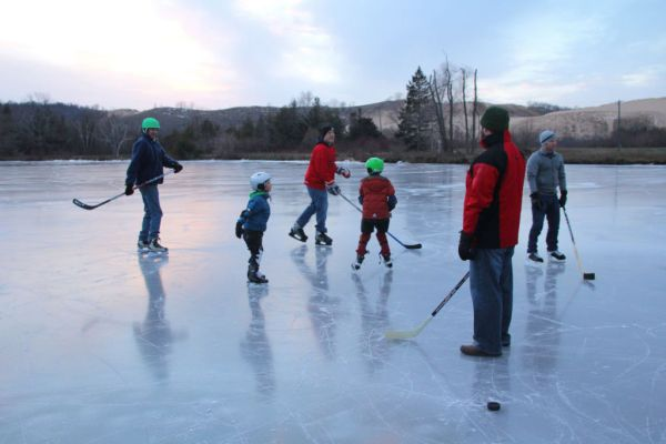 Ice hockey on Little Glen