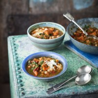 Butternut squash, chickpea and spinach soup!