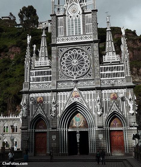 Frente Santuario Las Lajas