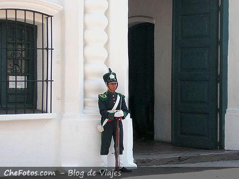Patricio custodiando la Casa de Tucumán