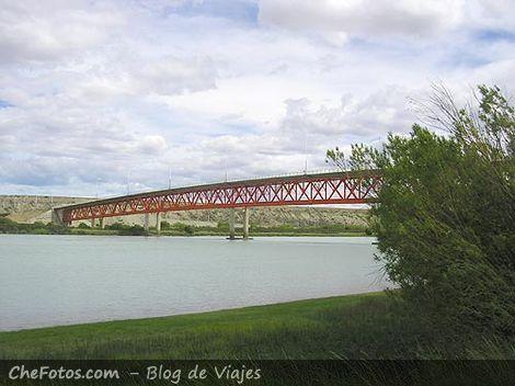 Puente sobre el Río Santa Cruz
