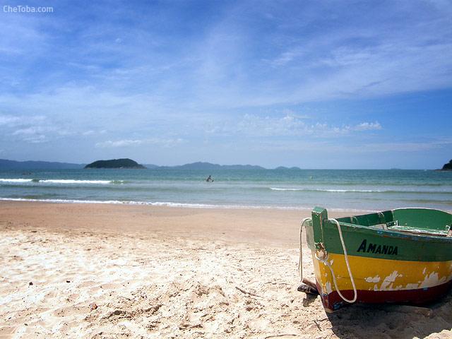Canoa en Celso Ramos Playa del sur de Brasil