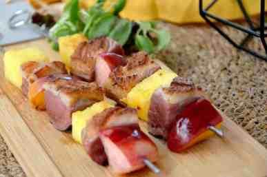 Brochette de magret de canard aux fruits