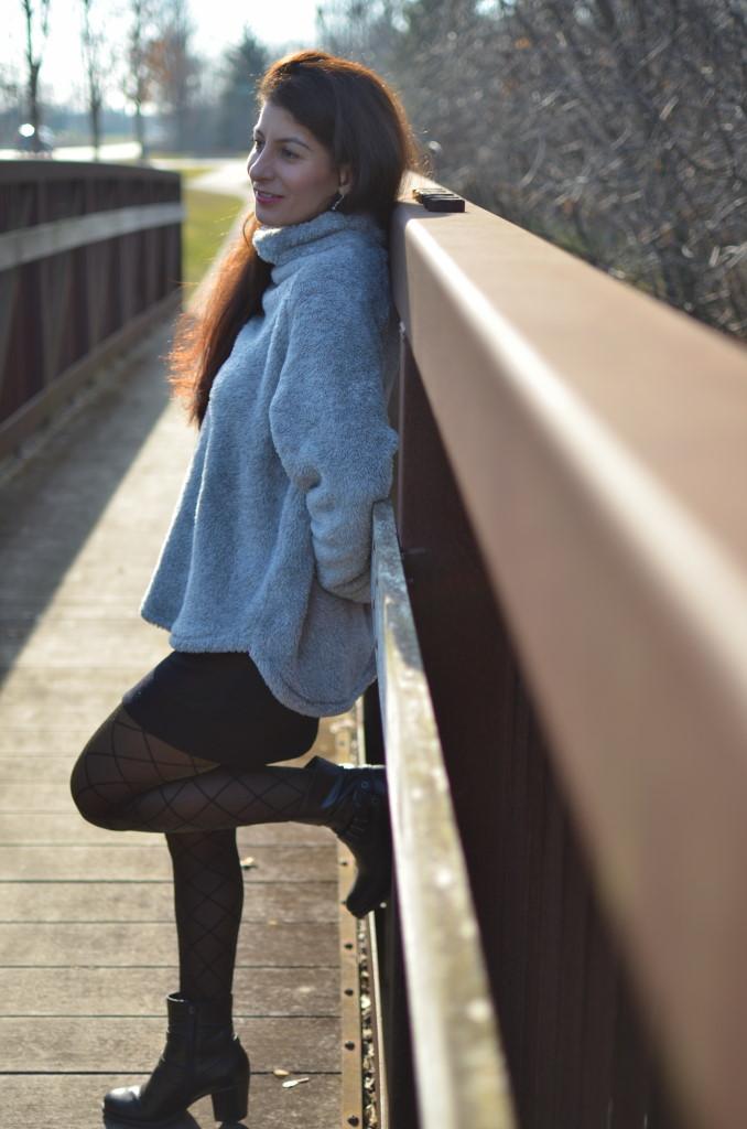 Women Fleece sweatshirt : stay warm & cozy without sacrificing style.