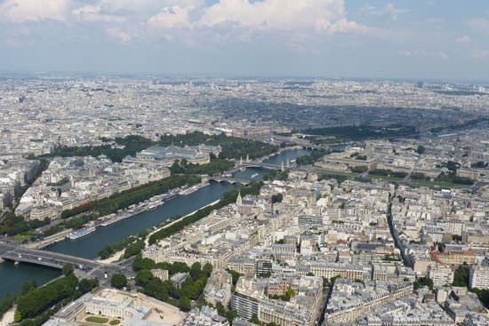 Tour Eiffel vue du 2e étage Grand Palais
