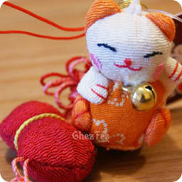 attache-accessoire-portable–maneki-neko-orange-calebasse