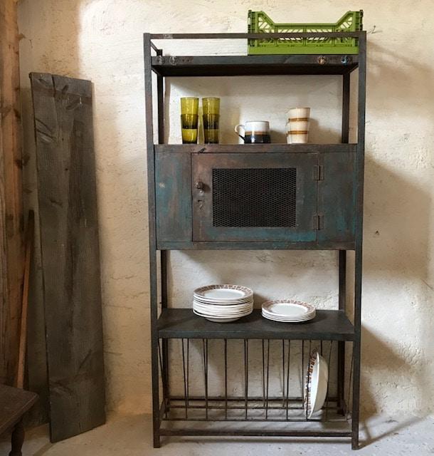 meuble de rangement vintage en metal