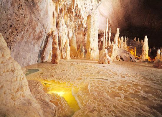 luoghi da visitare grotte frasassi