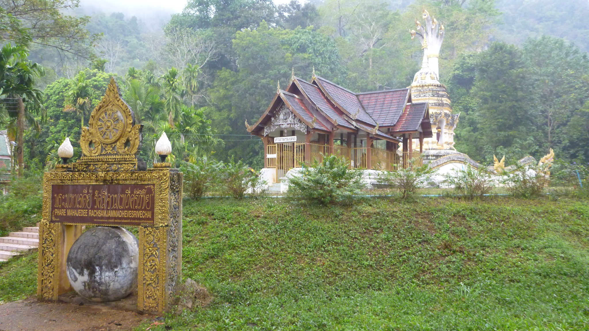 Phaya Naga Temple Chiang Dao Cave