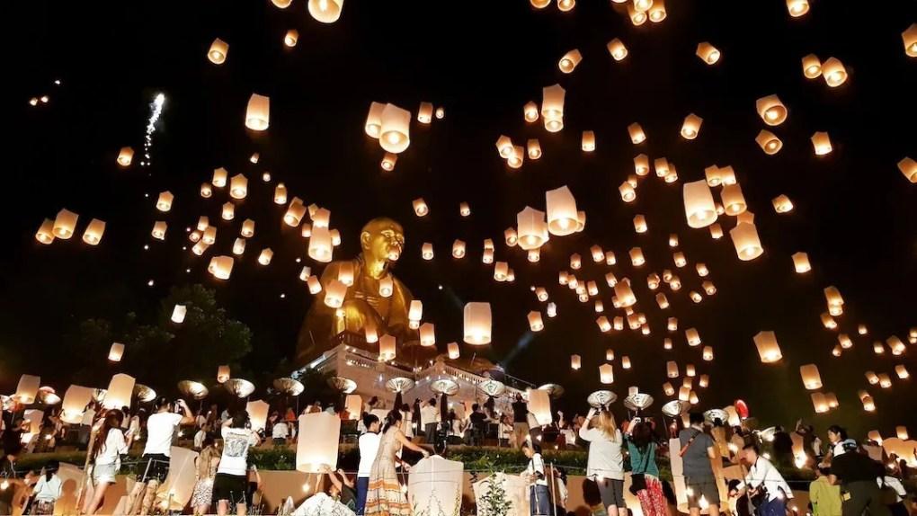 People releasing sky lanterns at Doi TI
