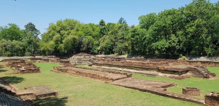 Temple ruins Lamphun tour