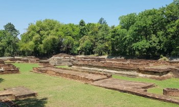 Temple ruins Lamphun tour