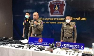 2 หนุ่มฝรั่งแก๊งติดอาวุธบุกค้นห้องพักในกทม. พบปืน - ระเบิดอื้อ