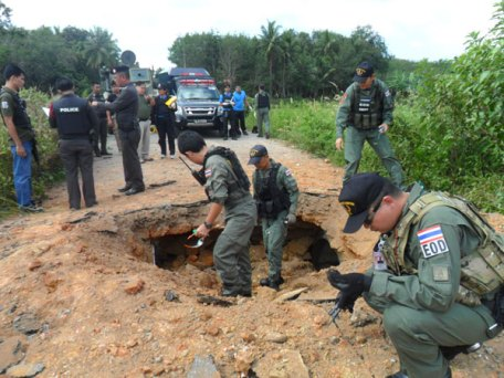 Roadside Bomb Explodes, 2 Soldiers Killed