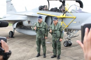 Supreme Commander of the Thai Armed Forces, General Thanasak Patimaprakorn and Thai Air Chief Marshal Prajin Juntong