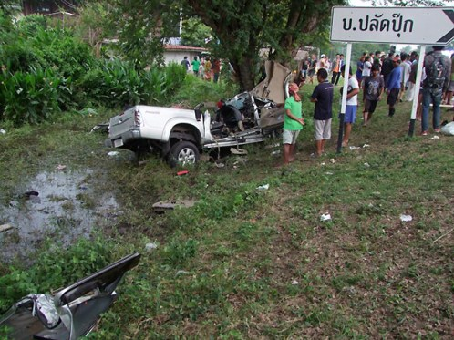The wreckage of the pickup truck that rammed into a tree in north Buri Ram on Monday, killing 18 people and seriously injuring five others. (Photo by Surachai Piraksa)