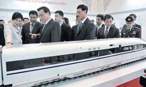 Chinese Premier Li Keqiang (second from left in front) and Thailand's Prime Minister Yingluck Shinawatra (left) visit a Chinese high-speed railway exhibition on Saturday at the Queen Sirikit National Convention Center in Bangkok