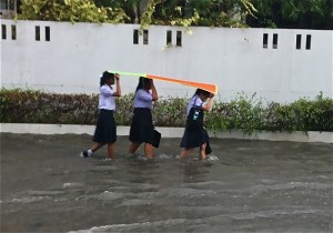 The Ministry of Education Office of the Basic Education Commission reported on Thursday that 582 schools; 484 primary schools and 98 secondary schools in 18 provinces have been affected by flooding