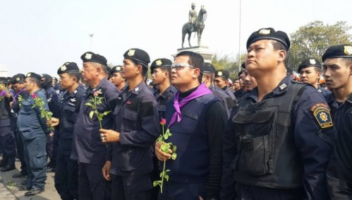 The rally on Monday was in response to the December 26 clashes with police and protesters at the Thai-Japanese youth centre in Din Daeng during which one policeman and a protester were shot dead by unknown gunmen