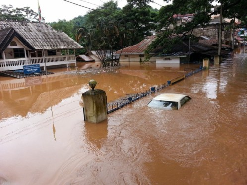 Flooding hit houses and shops near the river, covering communities near Wat Tham Pha Jom and Sailom Joy market, as well as Mai Loong Khun, Muang Daeng and Koh Sai communities Please credit and share this article with others using this link:http://www.bangkokpost.com/most-recent/432896/mae-sai-gets-taste-of-kalmaegi. View our policies at http://goo.gl/9HgTd and http://goo.gl/ou6Ip. © Post Publishing PCL. All rights reserved.