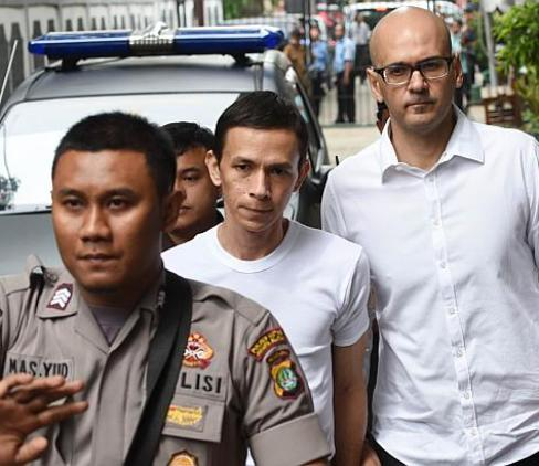 Canadian teacher Neil Bantleman (right) and co-accused teaching assistant Ferdinand Tjiong (centre) being escorted by a policeman as they arrive at the South Jakarta court in Jakarta - See more at: http://www.straitstimes.com/news/asia/south-east-asia/story/canadian-goes-trial-indonesia-accused-sexually-assaulting-kids-inter#sthash.eW22tbGl.dpuf