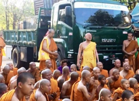 The monks sat on the front gate in front of the vehicle that carried the cage, blocking the officials to leave.