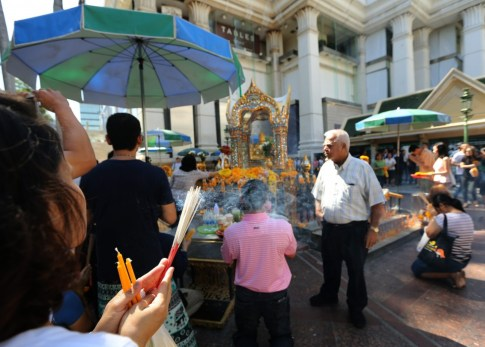 Thais and foreign tourists at the Erawan Shrine today after it reopened