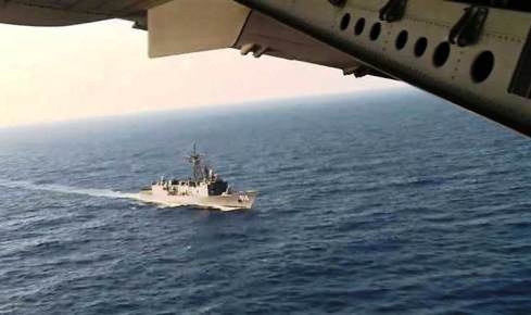 Egyptian naval forces have spotted  passengers personal belongings and other debris from EgyptAir flight 804