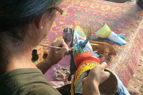 A tourist learns how to make a Phi Ta Khon ghost mask in northeastern Loei province at LocalAlive tour. Photo/LocalAlive