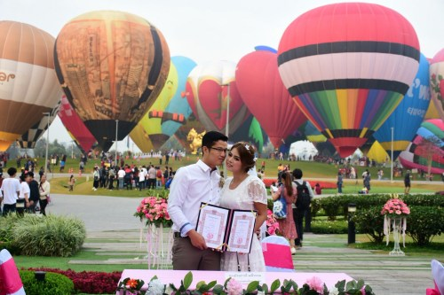2008 Olympic Medalist Tie the Knot at Singha Park Chiang Rai Balloon Fiesta