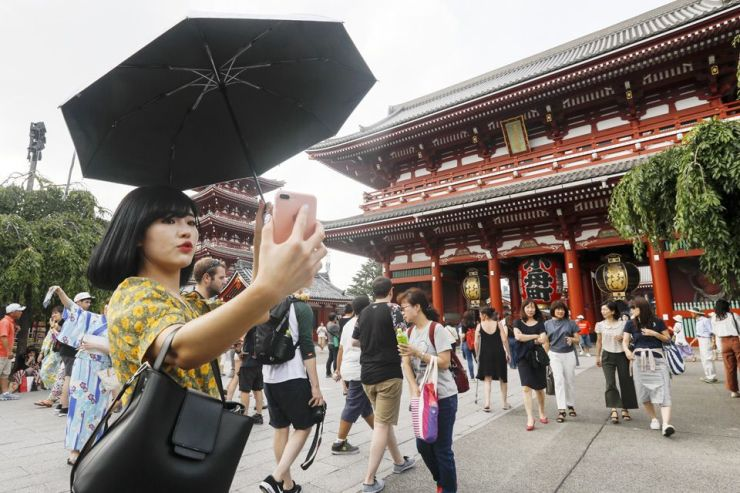 Kyoto Targets Rude Tourists with Smartphone Alerts About Manners