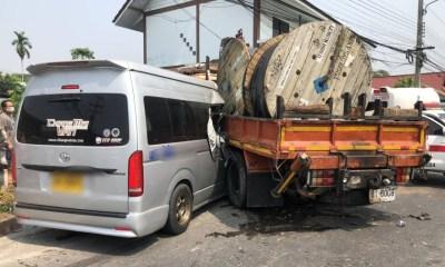 chiang mai, passenger van crash