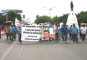 Los maestros ridiculizaron la figura del presidente de México con consignas como estas.