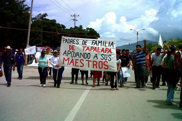 Padres de familia y alumnos de distintas universidades se han sumado al movimiento magisterial contra la Reforma Educativa. Foto: Cortesía/Chiapas PARALELO