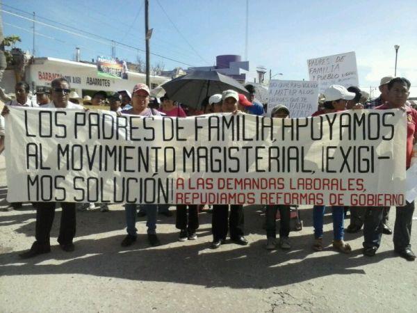 Desde el 28 de agosto en que iniciaron el movimiento, a la fecha, las y los maestros han sumado el apoyo de estudiantes universitarios, académicos y padres de familia. Foto: Fredy Martín Pérez
