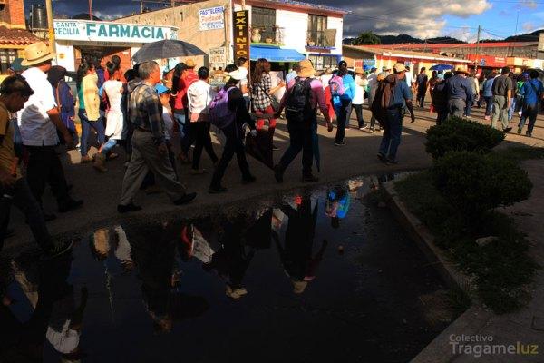 La marcha ciudadana recorrió salió del centro por la avenida Insurgentes para luego tomar el boulevard y encontrarse con el eje 1 con rumbo a la zona del bloqueo.
