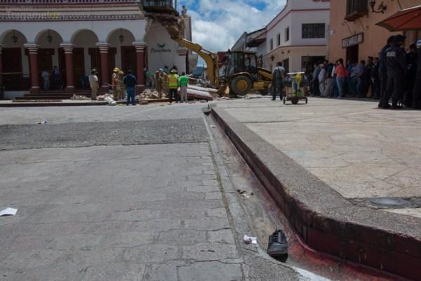 El zapato de Mercedes Morales quedó en el lugar donde fue impactada. El golpe fue tan fuerte que su cuerpo literalmente voló hasta la esquina de Insurgentes.