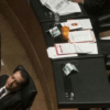 Albores Gleason durmiendo en su curul del Senado