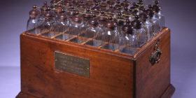 Botellas de Leyden conectadas en serie para aumentar el almacenamiento de electricidad